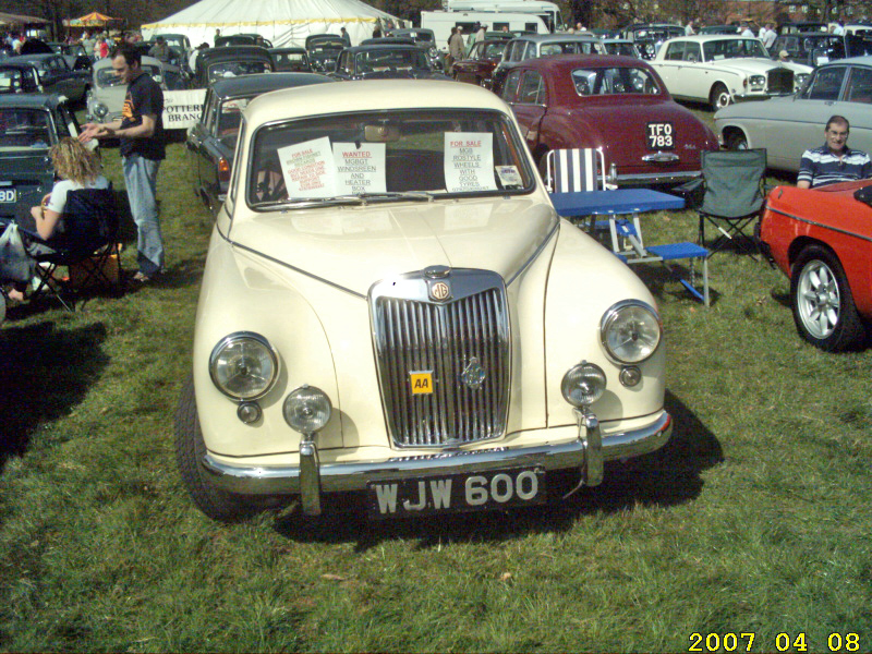 MG Magnette in Old English White with Variatone body